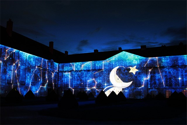 NATALE/ Ravenna in Luce, video mapping in piazza Kennedy